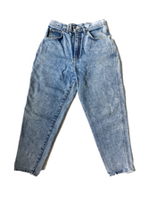 Load image into Gallery viewer, Vintage Retro Washed Mom Jeans