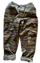 Load image into Gallery viewer, Vintage Adjustable Abstract Camo Pant