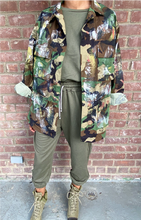 Load image into Gallery viewer, vintage camo jacket
