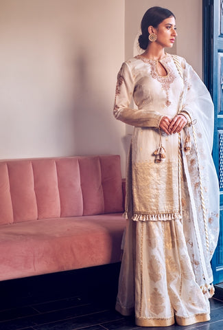 Ivory Woven Chanderi Aari Hand Embroidered Kurta & Organza Dupatta With Skirt