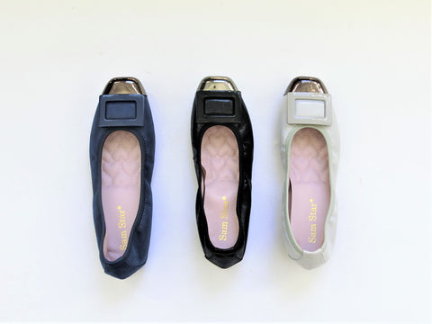 17W01 Buckle pumps with extra cushions up to size 8.5