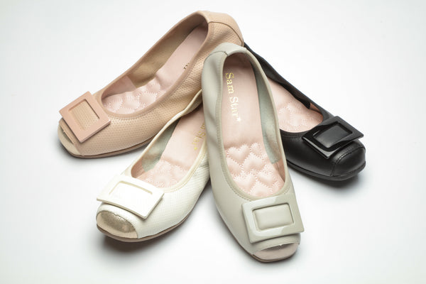 14W02 Buckle pumps with extra cushions R300 off