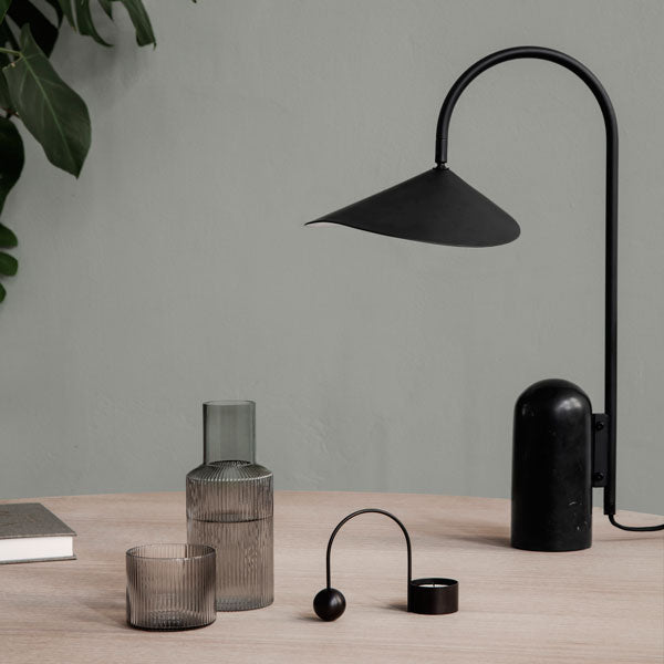 «Ripple» Small Carafe Set in smoked grey von Ferm Living