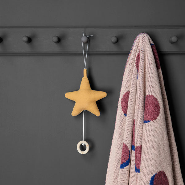 Musik Mobile «Star» in mustard von Ferm Living