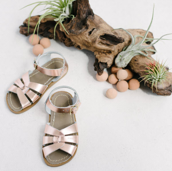 Salt Water Sandalen «Originals» rose gold