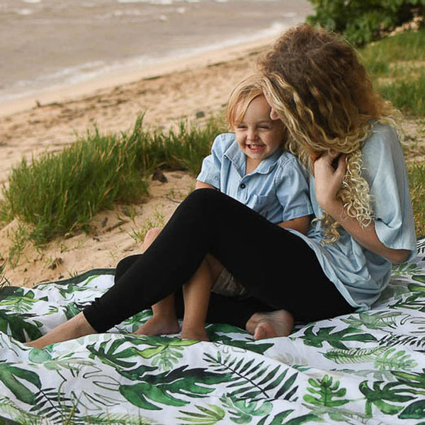 Outdoor Blanket «Tropical Leaf» von Little Unicorn