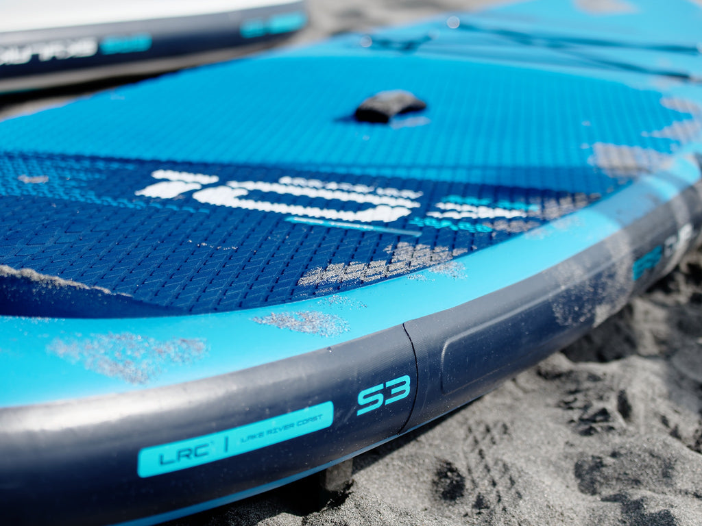 Deck pad of a performance SUP board