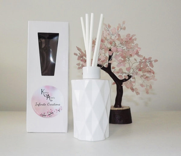 White Gift Boxed Diamond Cut Scented Reed Diffuser Set