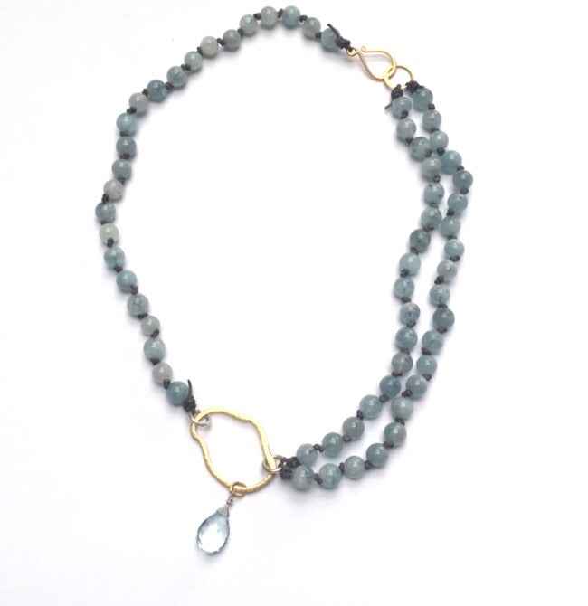 AQUAMARINES AND LEATHER NECKLACE