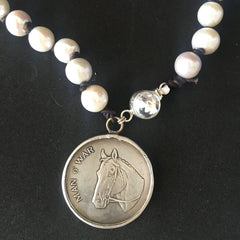 a pony and pearls Man O War racehorse necklace