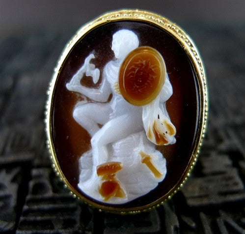 Estate Rare 18K Yellow Gold Shell Cameo Ring