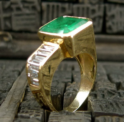Contemporary Emerald and Channel Set Diamond Ring in 18K Yellow Gold