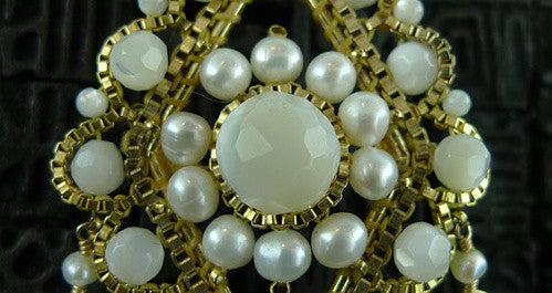 Pearl Brooch/PIn in Yellow Gold Vermeil