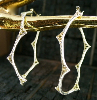 Mizuki Diamond Wavy Oval Hoop Earrings in 14K Yellow Gold