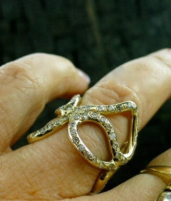 Lucifer Vir Honestus 18K Yellow Gold and Diamond Band Ring