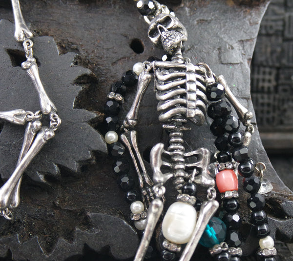 Appartement a Louer Skeleton Necklace