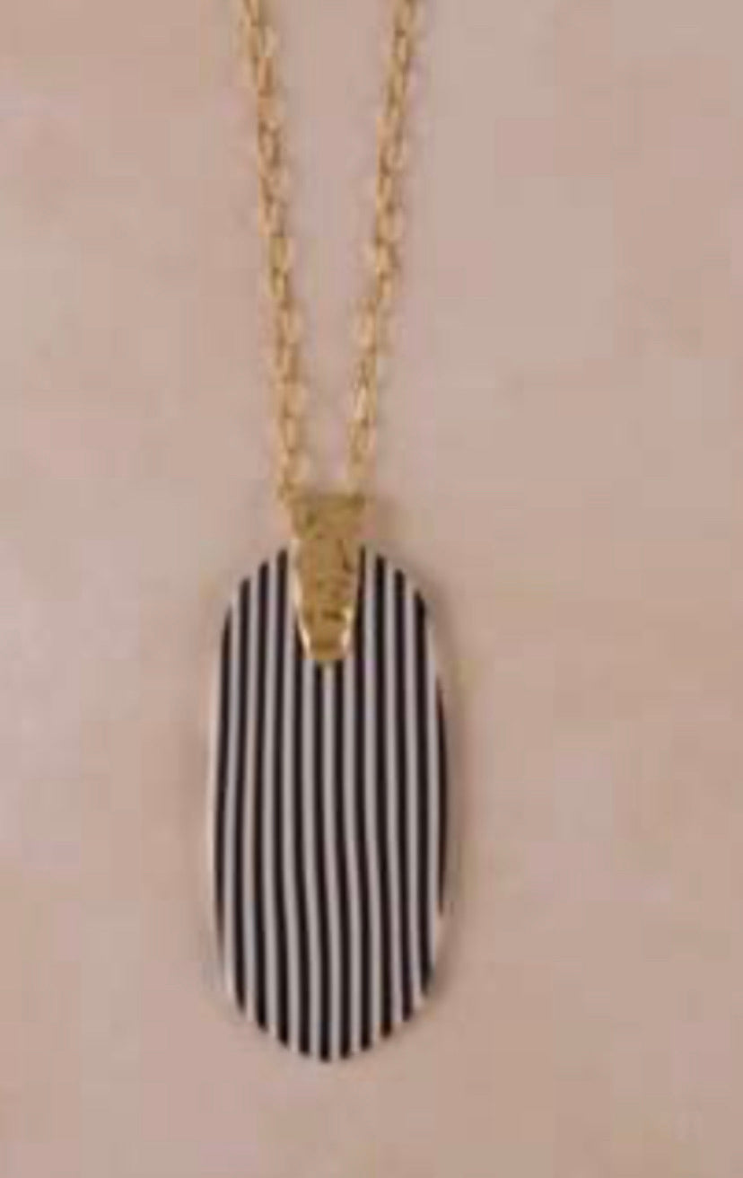 Thin striped necklace