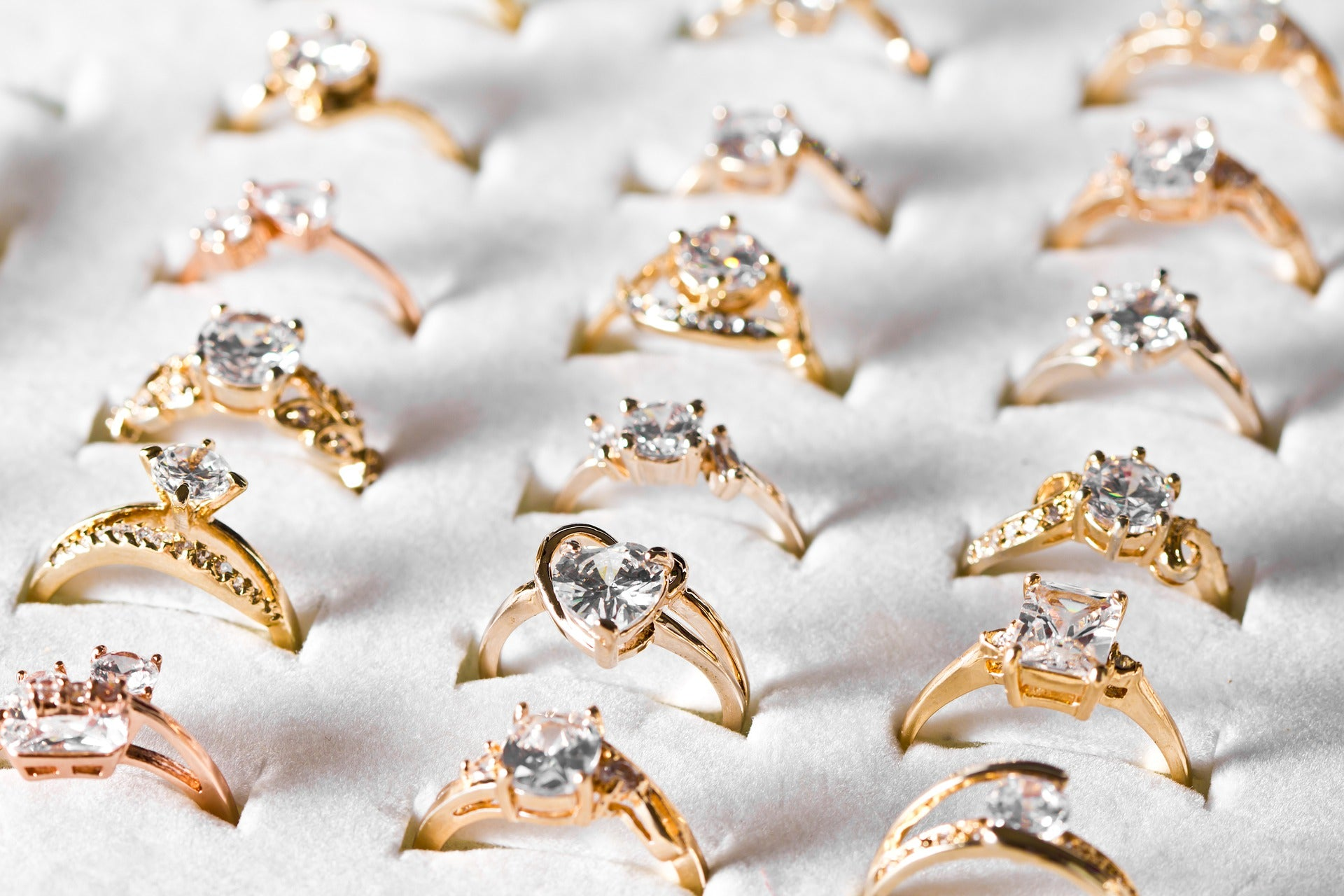 5 Beautiful Engagement Rings You Can Buy Under $5000