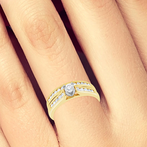 Diamond Engagement Ring .55CT tw Round Cut 14K Yellow Gold