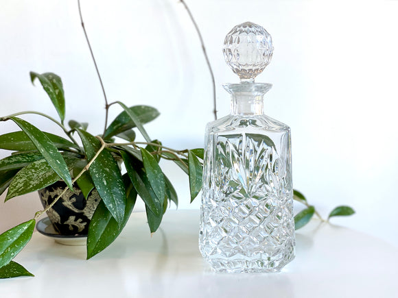 Stunning crystal glass decanter!