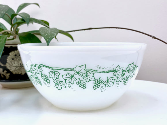 AGEE / CROWN PYREX 'Vine' in green, 8