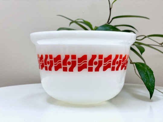 AGEE / CROWN PYREX 'Geo Waves' 2.25L Deep Casserole (no lid)