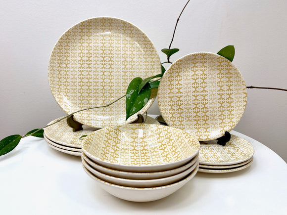 Crown Lynn (New Zealand) 'Donegal Gold' dinner set for four!