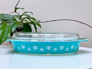 PYREX 'Snowflake' in turquoise, divided dish