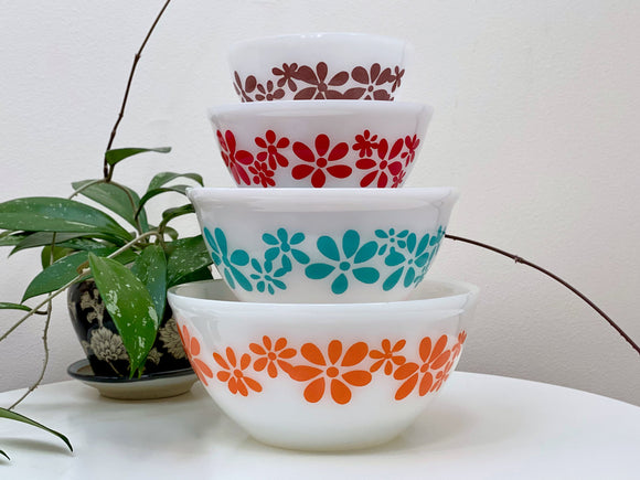 AGEE / CROWN PYREX 'Daisy Chain' nesting bowl set (complete)