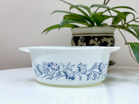 PYREX (USA) 'Colonial Mist' #472 Round Casserole Dish (no lid)