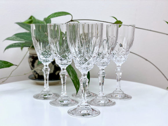 Crystal wine glasses (x6)