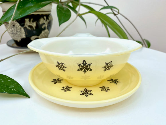 JAJ PYREX (England) 'Snowflake' in yellow, Sauceboat and Stand *RARE*