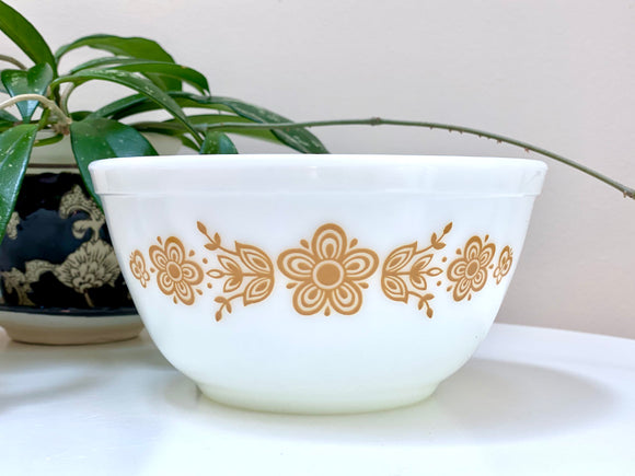 PYREX (USA) 'Butterfly Gold' #402 Nesting Bowl