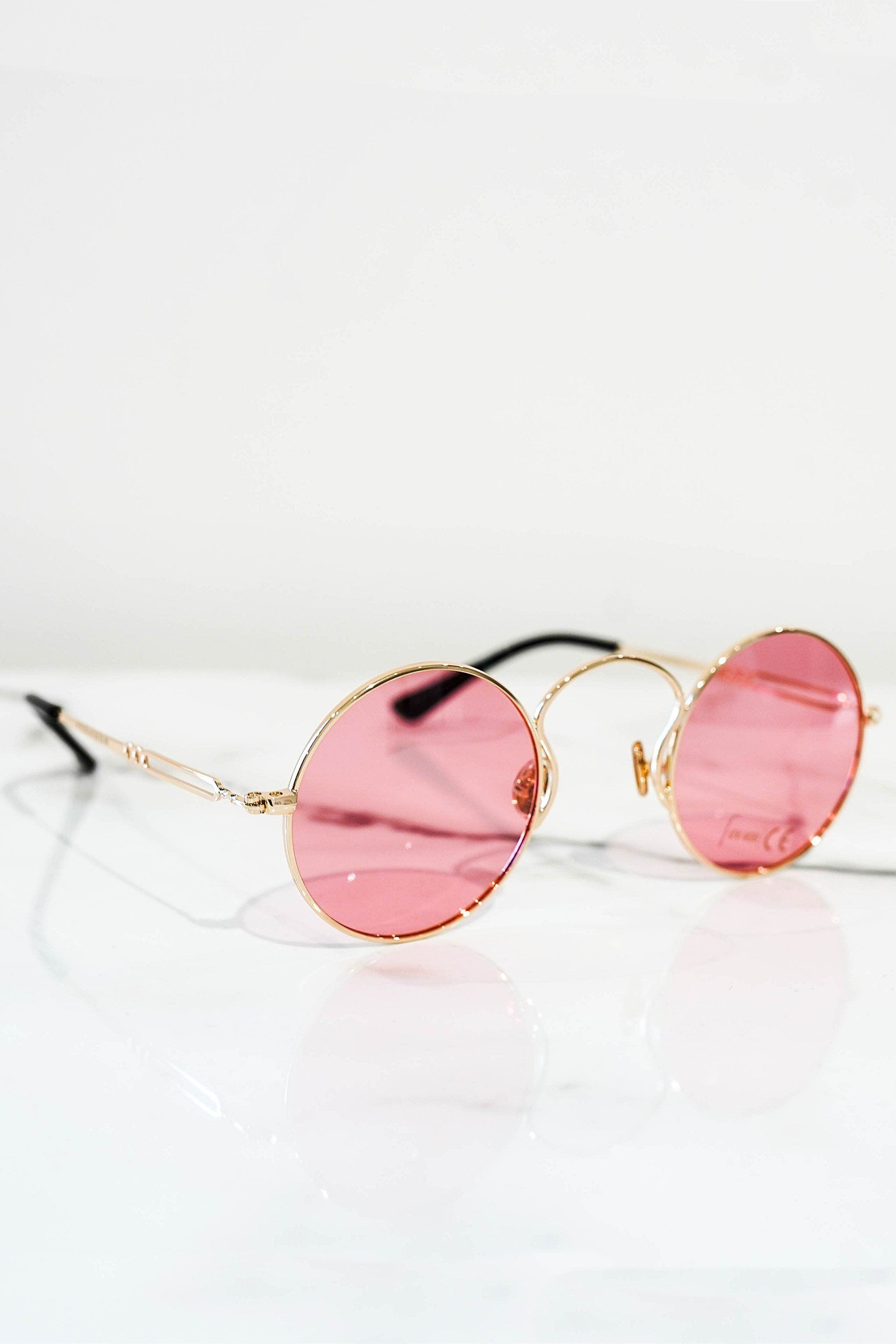 Retro sunglasses gold with red lens