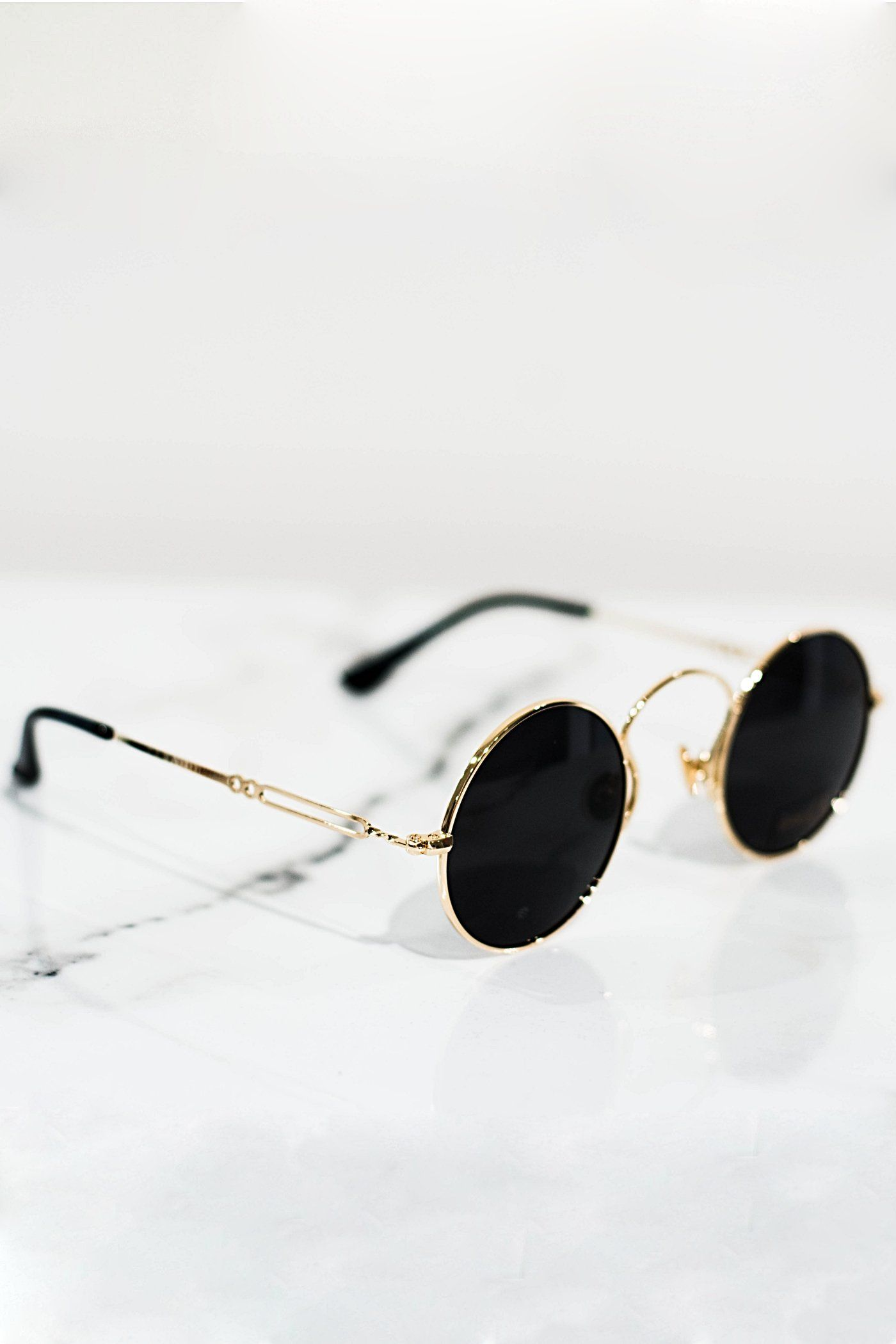 Retro sunglasses gold With Dark-tinted lens