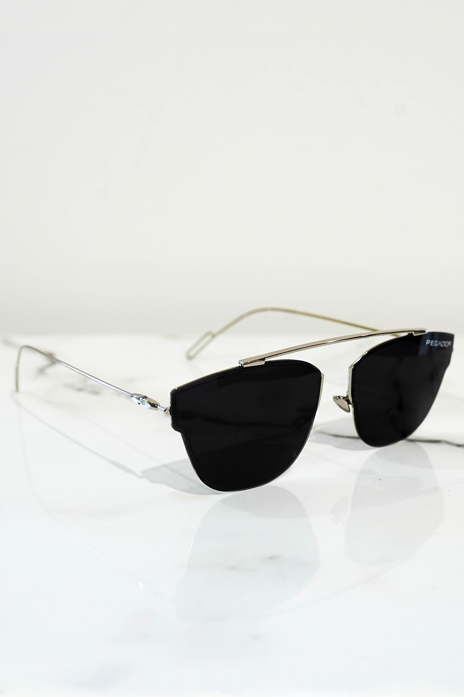 Logo sunglasses silver With dark lens