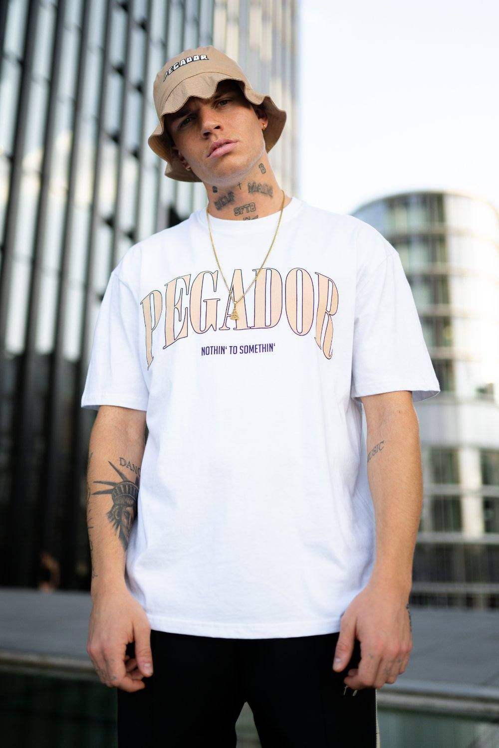 Cali Oversized Tee White Beige T-SHIRT PEGADOR