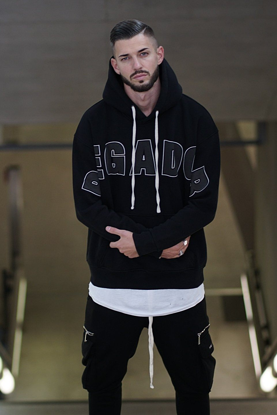 Hanks Hoodie Black Sweater PEGADOR