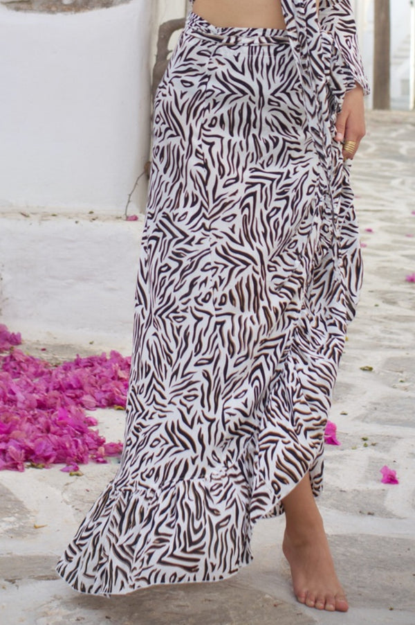 Our Skirt Wrap in zebra pattern, a light & stylish summer look.