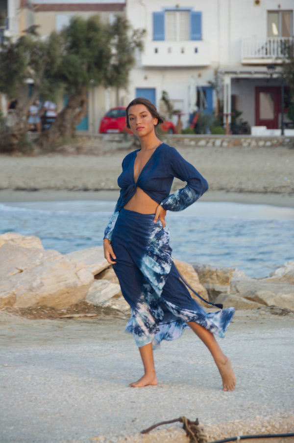 Maxi skirt wrap, blue, with tie dye hemline.