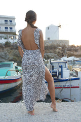 Maxi summer dress with open back adorned with frills