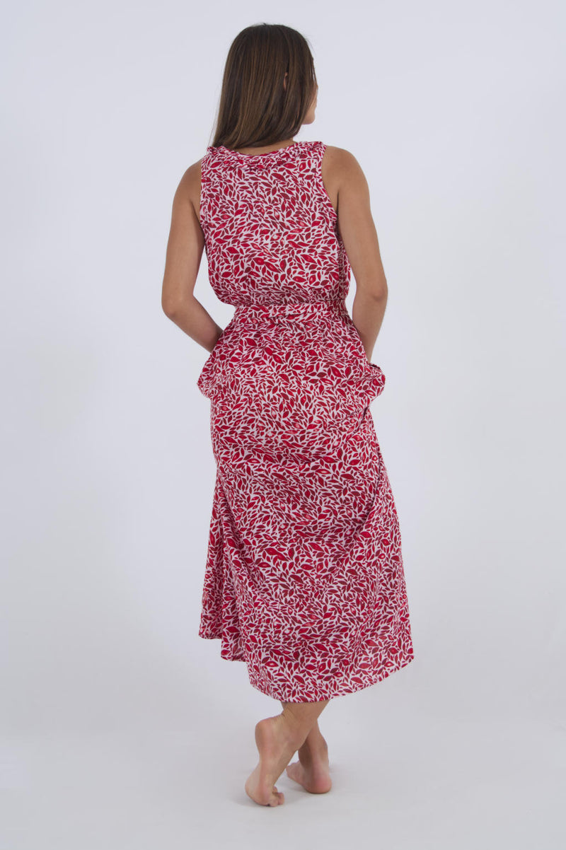 Red beach dress maxi with leaf print, waist belt and side pockets, made out of rayon.