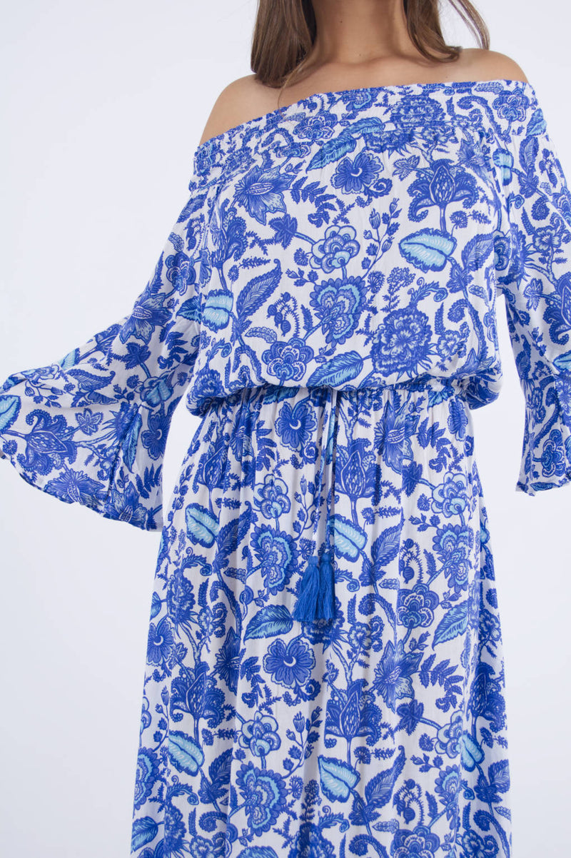 Detail of our Maui summer dress with long flare sleeves in floral print.