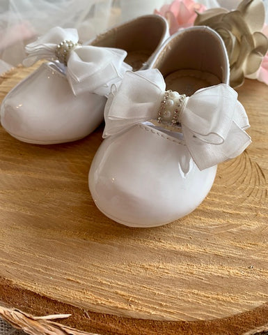 White Bow Walking Shoe