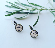 Load image into Gallery viewer, Cork leather drop stud earrings