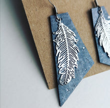 Load image into Gallery viewer, Feather earrings