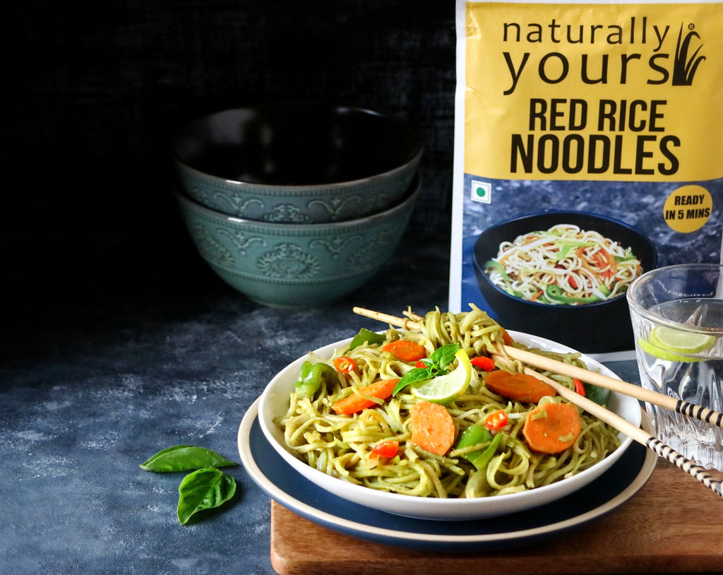 Red rice noodles with Thai green curry