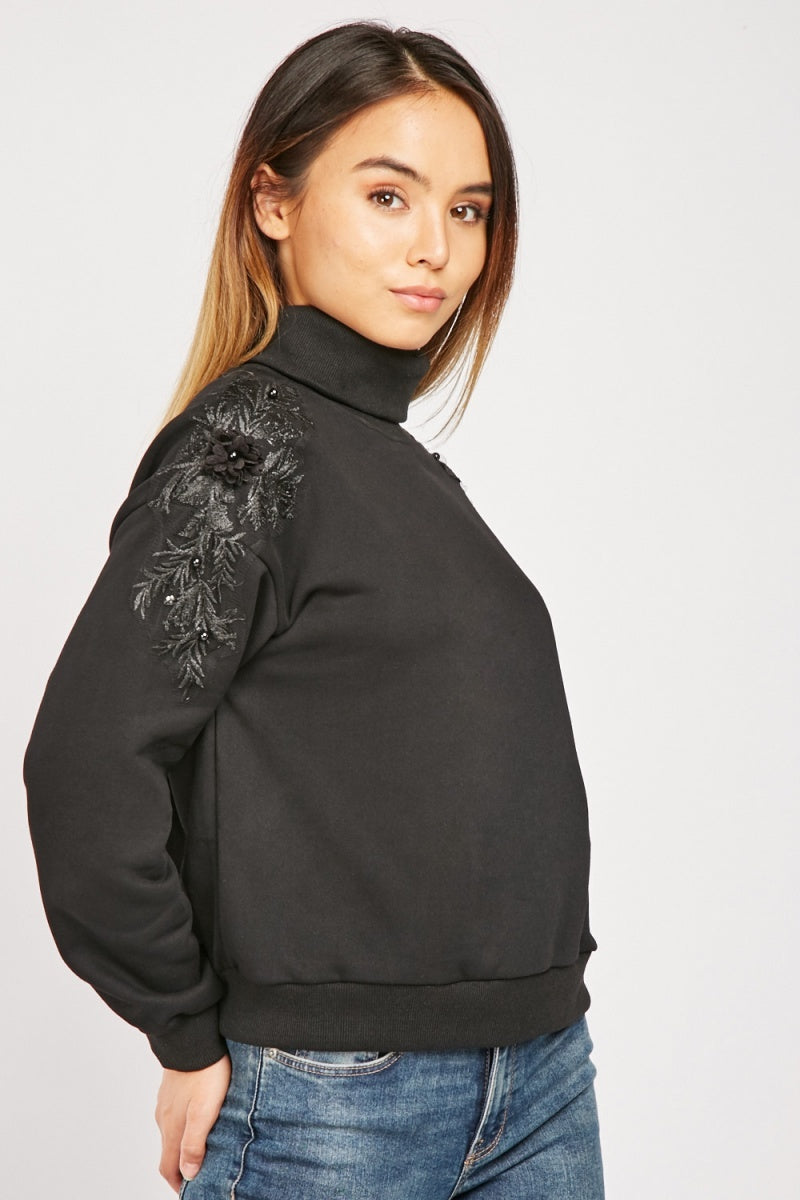 ROLL NECK FLOWER EMBROIDERED TOP