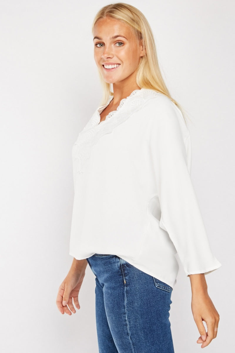 SILKY EMBROIDERED FRONT TOP