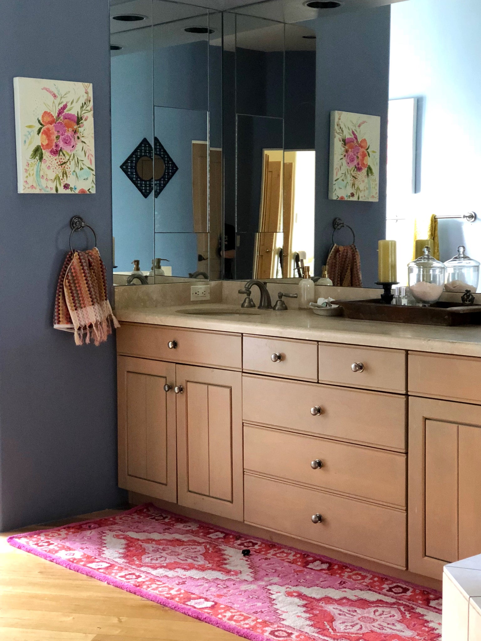 master bath, pink rug, floral painting, blue walls